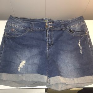 Jean ripped shorts